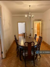 4 bedroom flat in Queens Court, London, W2 (4 bed) (#1059184)