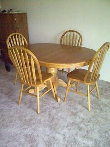 oak  finish oval/round table with 4 chairs
