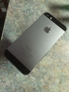 """iPhone 5s, 16G, UNLOCKED (previously advertised as """"locked"""")"""