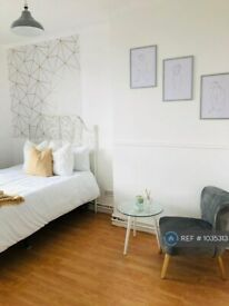 3 bedroom flat in Shadwell Gardens, London, E1 (3 bed) (#1035313)