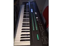 Yamaha DX7 iconic FM digital synthesizer w flight case