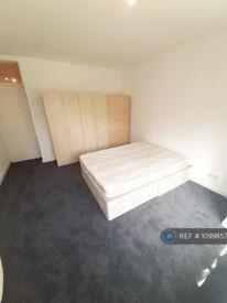1 bedroom flat in Cedar Court, London, N10 (1 bed) (#1099857)