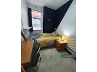 1 bedroom in Wimborne Gardens, Ealing, W13 (#1075977)