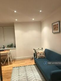 1 bedroom flat in Finchley Road, London, NW3 (1 bed) (#1050730)