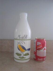 1202 - bouteilles verre lait Egizia Italy milk glass