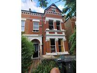 3 bedroom flat in Thurlow Park Road, London, SE21 (3 bed) (#1132517)