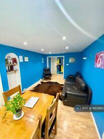2 bedroom flat in Selhurst Close, London, SW19 (2 bed) (#1160960)