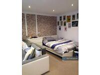 Studio flat in Green Road, Egham, TW20 (#1021146)