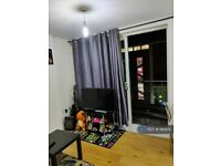 2 bedroom flat in Hamlyn House, Feltham, TW13 (2 bed) (#961619)