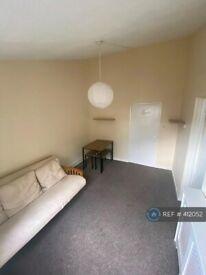1 bedroom flat in Conistone Way, London, N7 (1 bed) (#412052)