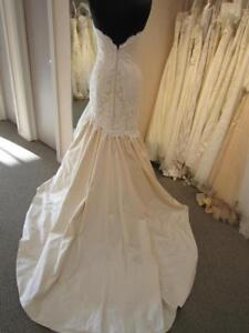Paloma Blanca Wedding Size 8 with tags