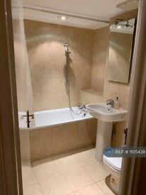 3 bedroom flat in Leeward Court, London, E1W (3 bed) (#1105438)