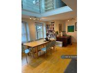 3 bedroom flat in Islington, London, N7 (3 bed) (#1030461)
