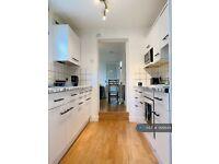 1 bedroom in Queen Alexandra Road, Bedford, MK41 (#999944)