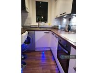 2 bedroom flat in Dreghorn Street, Glasgow, G31 (2 bed) (#831563)