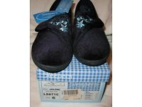 Brand new - Ladies Slippers size 6