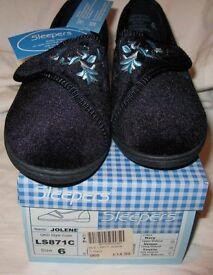 Brand new - Ladies Slippers size 6