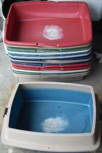 6 rimmed cat litter boxes