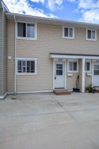 3 bedroom townhouse for rent with 2 underground parking.