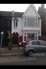 2 bedroom flat in Leighton Avenue, Leigh-On-Sea, SS9 (2 bed)