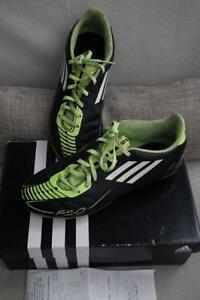 girl's ADISAS size 5 soccer cleats like new