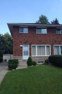 Students!! 3 bdr home 8 min walk to WLU - Sept 01