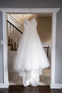 WEDDING DRESS FOR SALE (veil and belt included)