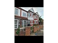 4 bedroom house in Meadow Road, Southall, UB1 (4 bed) (#1225331)
