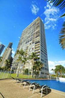 Heart of Surfers Paradise - Very Large 1 Bedroom Apartment