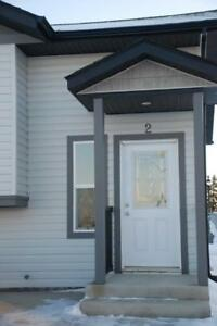 Blackfald Townhome - playground &across from Park - PET FRIENDLY