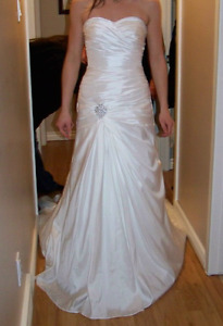 Wedding dress. Never used. Only tried on.