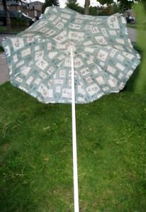 Used good condition 7' Umbrella with tilting
