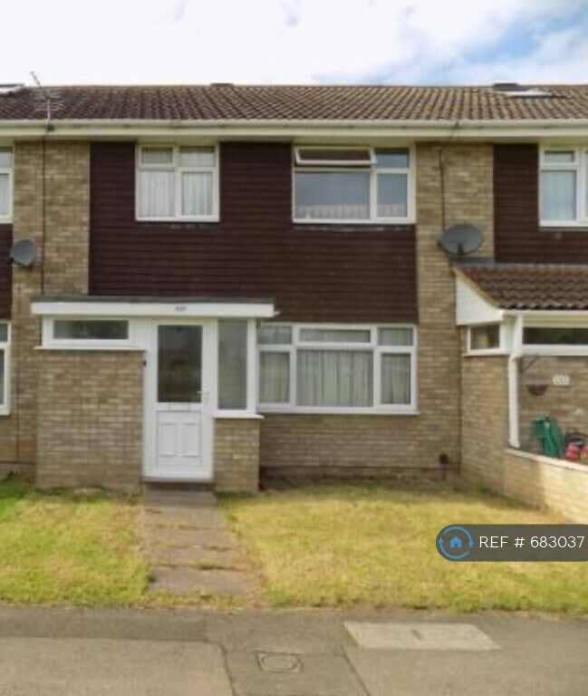 3 Bedroom House In Goodman Park, Slough, SL2 (3 Bed