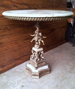 MARBLE TOP ACCENT TABLE WITH BRASS CHERUBS STAND