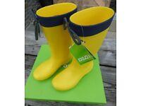 Crocs womens Freesail Rain boots in lemon size 3 uk