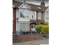 1 bedroom flat in Morden Road, London, SW19 (1 bed) (#1042954)