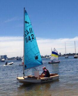 Minnow kids sailing dinghy 1142