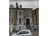 1 bedroom flat in Top Floor, Surbiton, KT6 (1 bed)