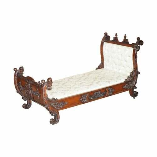 EXCEPTIONAL 19TH CENTURY HAND CARVED ITALIAN WALNUT DAY BED CHERUB PUTTI