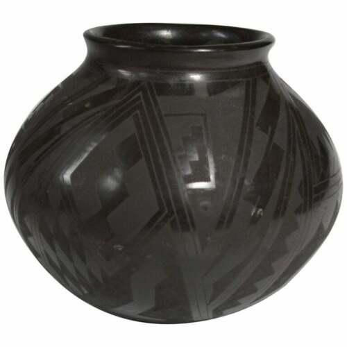 Fine Mata Ortiz Blackware pottery vase native american south west