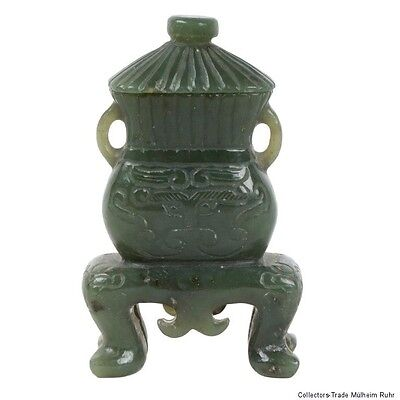 China 20. Jh. Deckelvase - A Chinese Carved Jade Vase - Chinois Giada Cinese