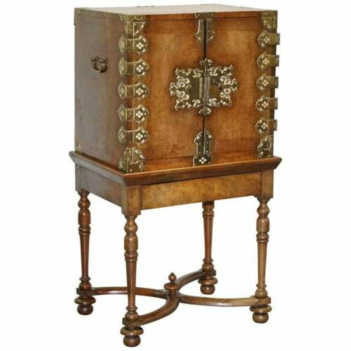 SUBLIME CIRCA 1740 PORTUGUESE BURR WALNUT CAMPAIGN CABINET ON STAND BANK DRAWERS