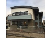 Newly built luxury 2 bed apartments, security entry, GCH, ensuite, carpets, all appliances