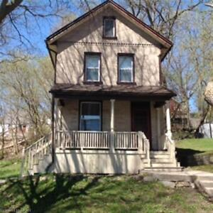 Beautiful 4 bd house downtown Peterborough--Sept 1 --utils incl