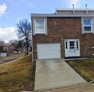 Townhouse in St Albert - 3 Bedroom Townhome for Rent