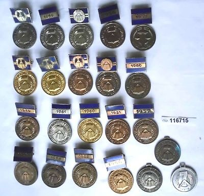 22 verschiedene DDR Abzeichen im sozialistischen Berufswettbewerb (114190)