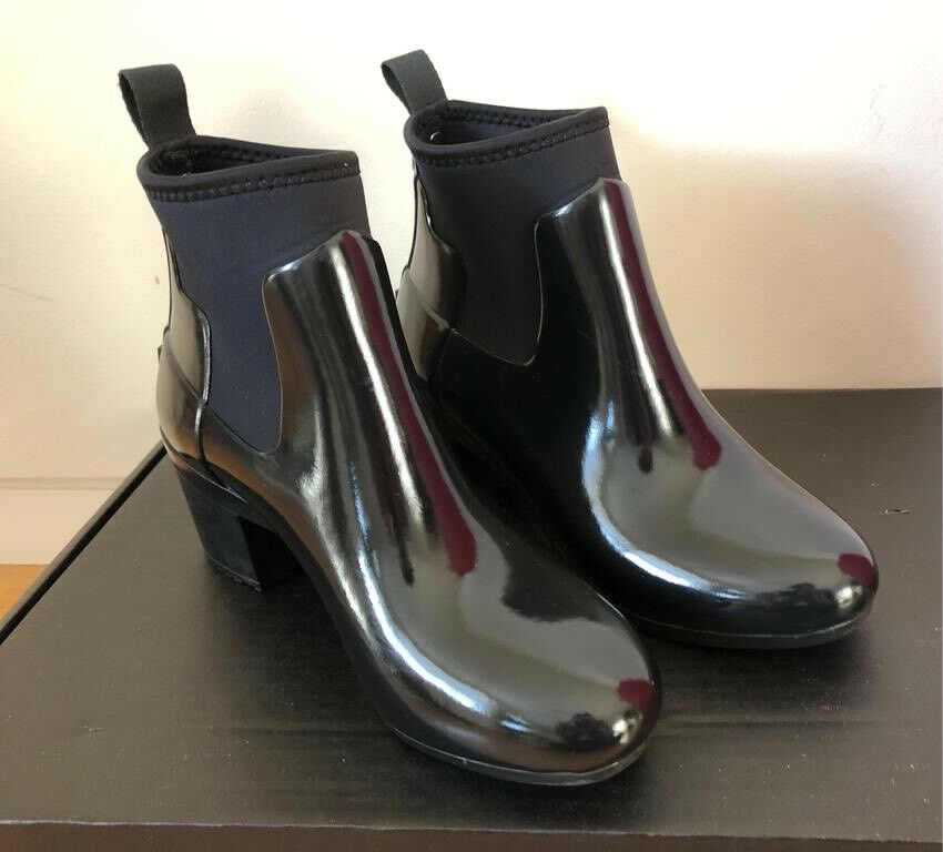 5f664d4b86c7 Brand new!! Hunters Refined gloss mid heel boots SIZE 5
