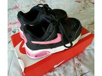 Nike Air Trainers Girls black & pink size 6