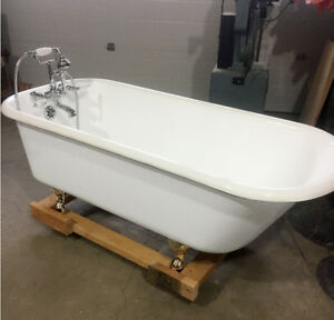Iron Clawfoot Bathtub / Beautifully Restored