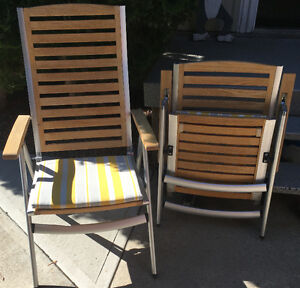 4 OUTDOOR LAWN CHAIRS